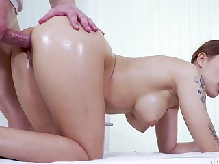 Masseur and his beautiful client have slippery sex on the take meals